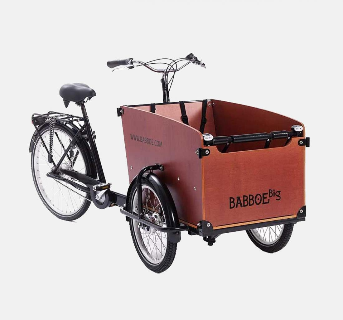 Cargo tricycle with large space for storage in front